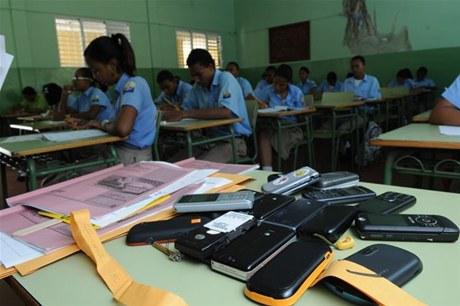 alumnos_con_celulares
