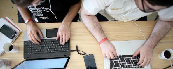 El 21% de los latinos cuyo lenguaje principal es el español tiene conexión a Internet únicamente a través de su teléfono celular.