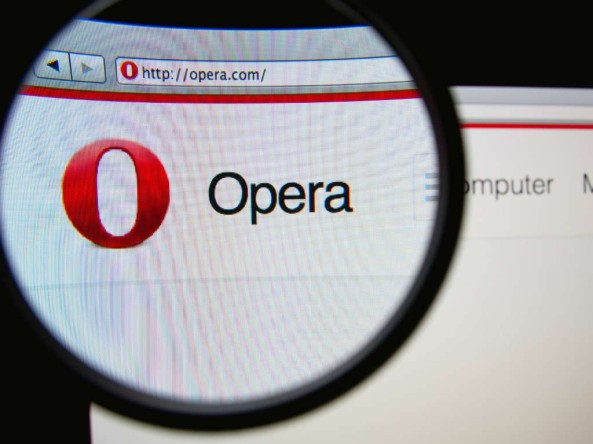 """Pulsar en Imagen para acceder a la pagina de """"Developers"""" y proceder a Descargar """"Opera developer browser"""""""