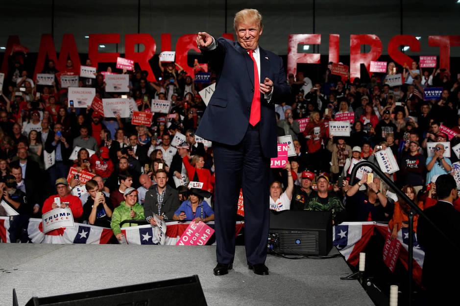 Donald Trump durante un acto de campaña en Warren, Michigan, el 31 de octubre de 2016 (Reuters).